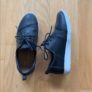 TOMS Black Leather Lace-Up Sneakers (8)